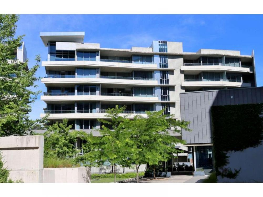 Top Floor Fully Furnished Executive Apartment - Short Term Lease