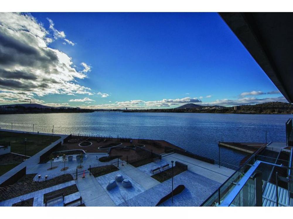 Aurora - Lake-view Extravagance!