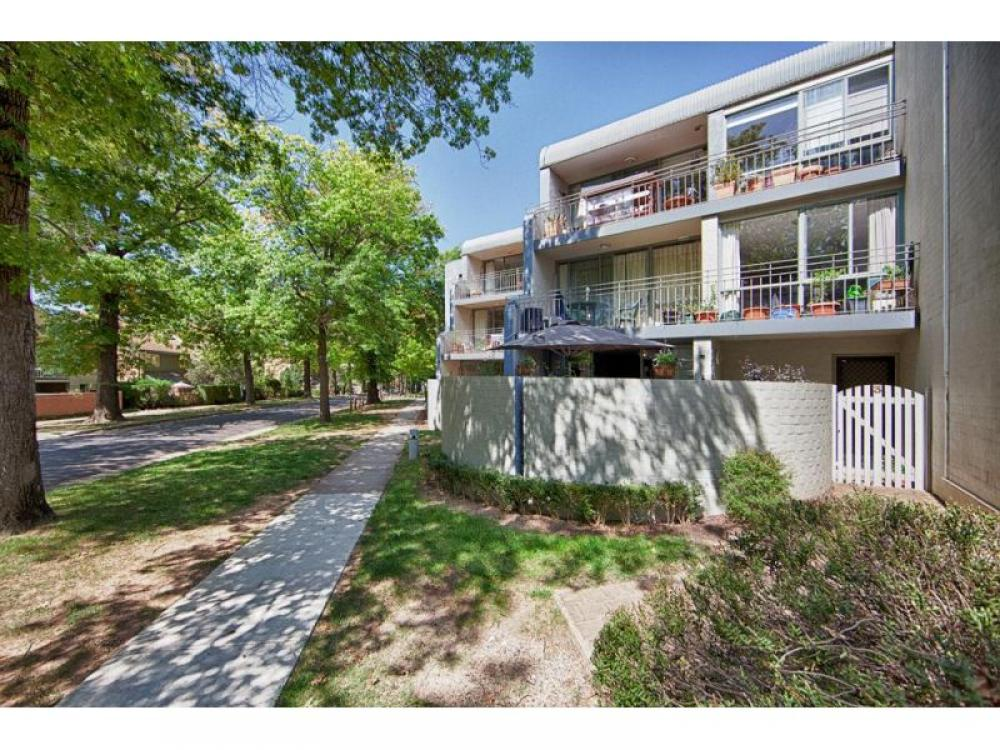 An urban delight…. calling first home owners or investors!